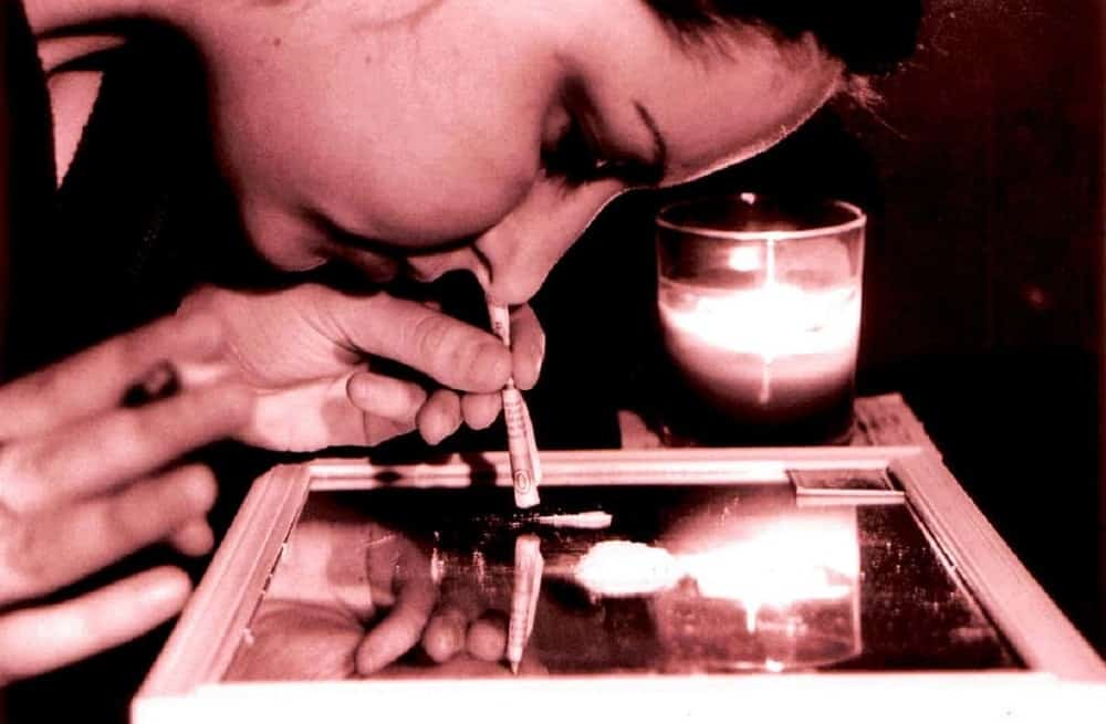 A visual representation of a celebrity with drug addiction.